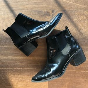 Tabard pointed toe patent leather ranch booties